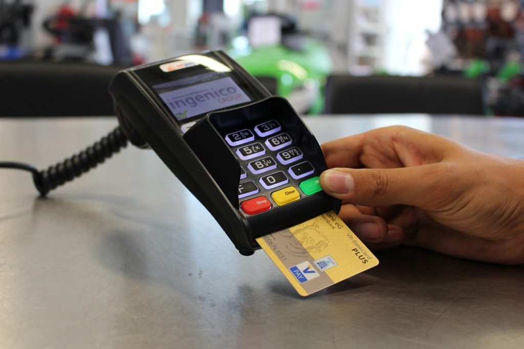 カード決済で商品を購入する